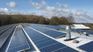 280 kWp netzeinspeisende solare Stromanlage. Einbau: 2009 in Neumünster